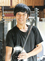 菊地大護さん=富山市婦中町富崎の流動研究所で、青山郁子撮影
