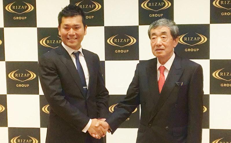 積極的なM&Aを仕掛けるライザップの瀬戸健社長(左)と新たに加わった松本晃最高執行責任者