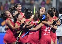 優勝し喜ぶ日本の選手たち=ジャカルタで2018年8月31日、宮間俊樹撮影