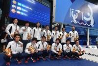 【アジア大会・水球】水球男子で銀メダルを獲得した日本の選手たち=ジャカルタで2018年9月1日、徳野仁子撮影