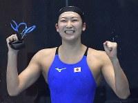 競泳女子50メートル自由形で優勝し喜ぶ池江璃花子=ジャカルタで2018年8月24日、徳野仁子撮影