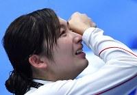 競泳女子50メートル自由形で優勝し涙を流す池江璃花子=ジャカルタで2018年8月24日、宮間俊樹撮影