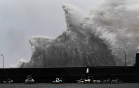 High waves triggered by approaching Typhoon Jebi roar over a local fishing port in the western Japan city of Aki in Kochi Prefecture at 9 a.m. on Sept. 4, 2018. (Mainichi)