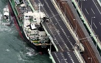 A damaged tanker is seen after colliding into the bridge connecting Kansai International Airport to mainland Osaka Prefecture due to strong winds from Typhoon Jebi on Sept. 4, 2018. (Mainichi)