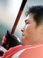 本塁打王の広島カープ・新井=広島市民球場で2005年10月12日、梅村直承撮影