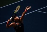 【女子シングルス4回戦】アリーナ・サバレンカ(ベラルーシ)に6-3、2-6、6-4で勝ち、4大大会初の8強入り。20歳同士の新鋭対決を制した=AP