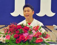 今季限りでの引退を表明した広島東洋カープの新井貴浩内野手=広島市で2018年9月5日午後0時9分、田中将隆撮影