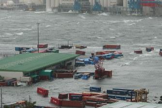 台風21号:関西空港滑走路など浸水、最大風速58m - 毎日新聞