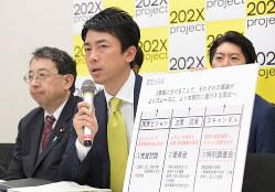 国会改革について発言してきた小泉進次郎氏(中央)。総裁選でもその行動への関心が高まる(6月27日撮影)