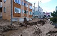 地震により泥が押し寄せ、1階部分の半分が覆われたアパート=札幌市清田区里塚で2018年9月6日午前9時52分、土谷純一撮影