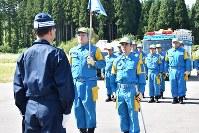 出発式で整列する青森県警の広域緊急援助隊員ら=青森市内で2018年9月6日午後2時3分、岩崎歩撮影
