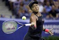 【女子シングルス準決勝】前回準優勝のマディソン・キーズを6―2、6―4で降し、4大大会のシングルスで日本女子として初めて決勝に進んだ=AP