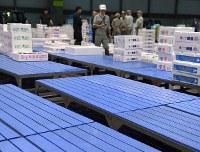 再開したセリが行われた札幌市中央卸売市場では入荷量が地震前に比べ大幅に減った=札幌市中央区で2018年9月8日午前4時57分、竹内幹撮影
