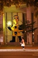 ヤノベケンジさんの「サン・チャイルド」=福島市早稲町で2018年9月2日、岡本同世撮影