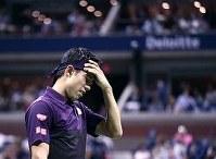 【男子シングルス準決勝】今大会の錦織は苦しい状況からでもはい上がる精神的なタフさを見せてきたが、天敵の前では「自分のテニスがよみがえってくる気配がしなかった」=ロイター