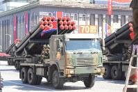 建国70周年の軍事パレードに登場したロケット砲=2018年9月9日、平壌で渋江千春撮影