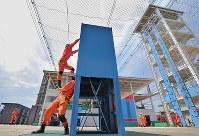 救助技術や消火技術のさまざまな訓練ができる大阪市消防局高度専門訓練センター=東大阪市で、三村政司撮影
