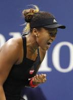 【女子シングルス決勝】セリーナ・ウィリアムズ(米国)を6-2、6-4で破り、4大大会のシングルスで男女を通じて日本選手初優勝の快挙を成し遂げた=AP