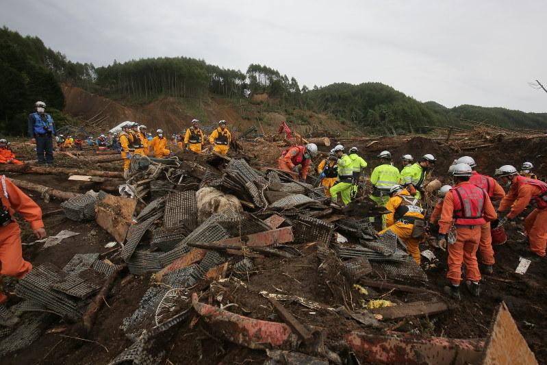 北海道地震:安否不明は1人 懸命...