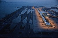 Kansai International Airport remains closed due to flooding from a storm surge caused by Typhoon Jebi in Osaka Prefecture on Sept. 5, 2018. (Mainichi)