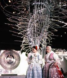 チェコスロバキア館 ボヘミアのガラス芸術、R・ルービチェク作の「ガラスの雲」=1970年3月5日