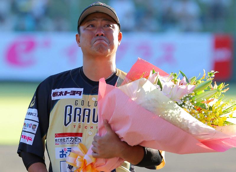 元巨人:村田、涙の引退試合 独...