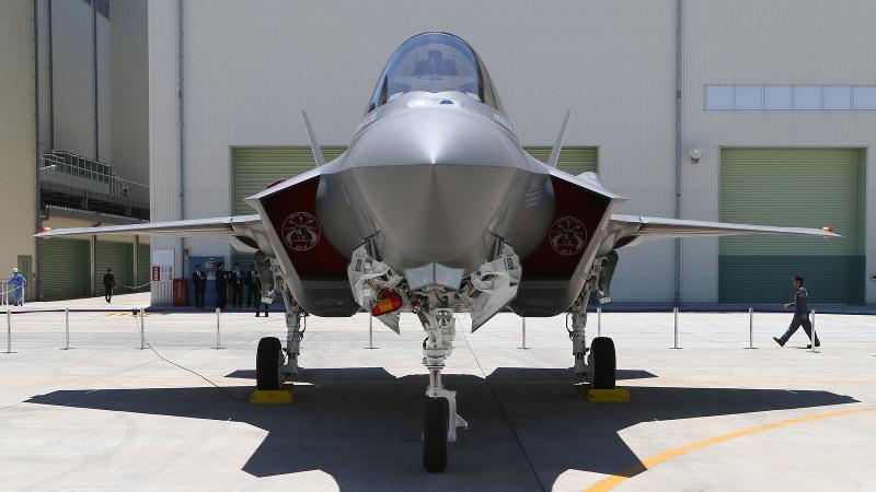 航空自衛隊の最新型戦闘機、F35A=愛知県豊山町で、兵藤公治撮影