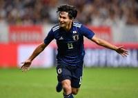 【日本―コスタリカ】後半、ゴールを決めて喜ぶ南野=パナソニックスタジアム吹田で2018年9月11日、猪飼健史撮影