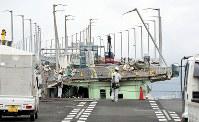 損傷した橋桁が撤去された関西国際空港の連絡橋=2018年9月12日午後3時31分、幾島健太郎撮影