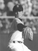 1997年8月9日、第79回全国高等学校野球選手権大会1回戦、対浜松工戦に先発登板した鹿児島実業高校の杉内俊哉。7回に逆転され降板、試合は2対4で敗れた=兵庫県西宮市の甲子園球場で1997年8月9日、撮影