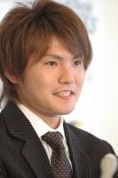 契約更改し、来季の目標に15勝以上を掲げた杉内俊哉=福岡市のヤフードームで2007年12月26日、藤野智成撮影