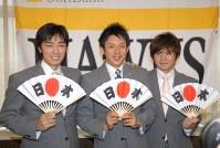 野球の北京五輪代表にソフトバンクから選ばれた、(左から)和田毅、川崎宗則、杉内俊哉=福岡空港で2008年7月17日午後3時12分、金澤稔撮影