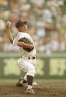 1998年8月11日、第80回全国高等学校野球選手権記念大会1回戦、対八戸工大一戦でノーヒット・ノーラン試合を達成した鹿児島実業の杉内俊哉