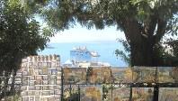 バルパライソ港を見下ろす丘の一つで、画家が絵を売っていた(写真は筆者撮影)
