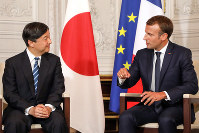 Caption Japan's Crown Prince Naruhito, left, speaks with French President Emmanuel Macron during a meeting at the Chateau de Versailles, west of Paris, on Sept. 12, 2018. (Ludovic Marin/Pool via AP)