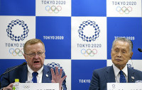 John Coates, left, chairman of the IOC Coordination Commission for the 2020 Tokyo Olympics and Paralympics and Tokyo Olympic organizing committee President Yoshiro Mori attend the IOC and Tokyo 2020 joint press conference on Sept. 12, 2018. (AP Photo/Eugene Hoshiko)