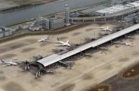 再開した第1ターミナル=関西国際空港で2018年9月14日午前9時2分、本社ヘリから望月亮一撮影