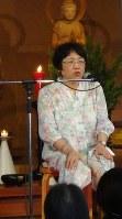 内藤いづみ医師の講演は笑いと涙に包まれていた=新潟市の妙光寺で