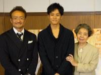 映画「ツナグ」をPRした(左から)平川雄一朗監督、松坂桃李さん、樹木希林さん=名古屋市内で2012年撮影