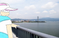 (1)ランの途中、近江大橋の上で足を止めて琵琶湖を眺める=香取泰行撮影