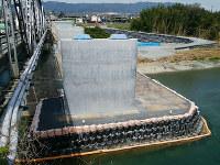小池組が施工し、間もなく完成する和歌山県橋本市内の県道・山内恋野線の改良工事=同社提供