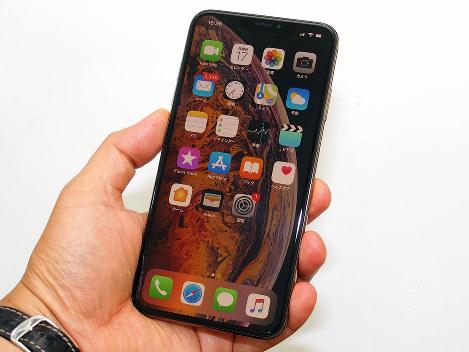 iPhone XSマックスは6.5インチと過去最大の画面サイズだが、縁が狭いため片手でも操作可能