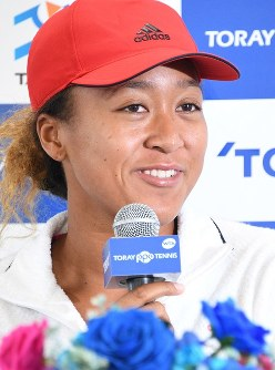 Tennis player Naomi Osaka smiles during a press conference held at Arena Tachikawa Tachihi, in the suburban Tokyo city of Tachikawa, on Sept. 17, 2018. (Mainichi/Hiroshi Maruyama)