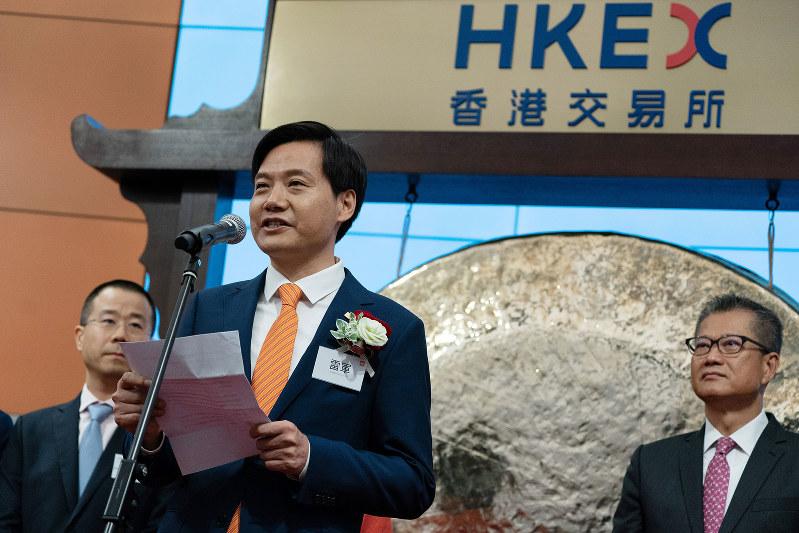 香港証券取引所に上場した小米集団。写真は雷軍CEO