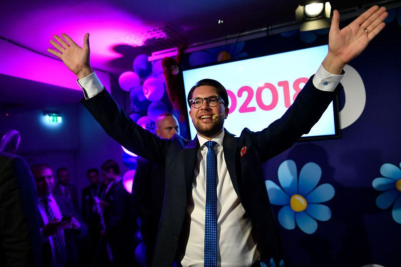 スウェーデン総選挙で躍進した民主党のオーケソン党首