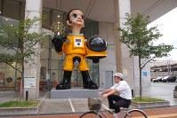 撤去が始まった「サン・チャイルド」像=福島市内で