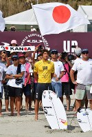 Japan's Kanoa Igarashi, center, is ready to compete in World Surfing Games in the city of Tahara, Aichi Prefecture, on Sept. 17, 2018. (Mainichi)