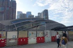 高速鉄道の開業でさらに香港の自治が揺らぐ(香港・西九龍易で9月2日、筆者撮影)