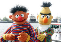 "In this May 9, 2006, file photo, Ernie and Bert of ""Sesame Street"" pose in front of the Queen Mary II in the harbor of Hamburg, Germany. (AP Photo/Fabian Bimmer)"