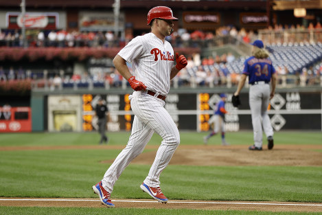 Philadelphia Phillies' Rhys Hoskins, left, rounds the bases after hitting a home run off New York Mets starting pitcher Noah Syndergaard, left, during the first inning of a baseball game, on Sept. 19, 2018, in Philadelphia. (AP Photo/Matt Slocum)